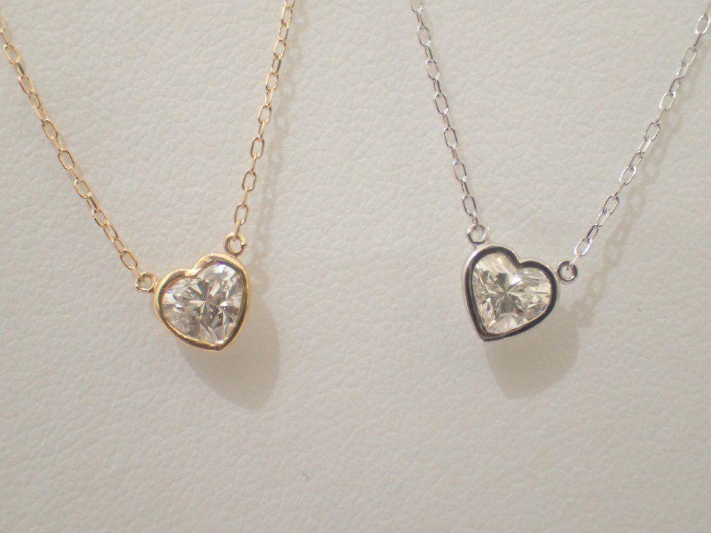 胸元でキラリと輝く綺麗かわいいダイヤモンドネックレス
