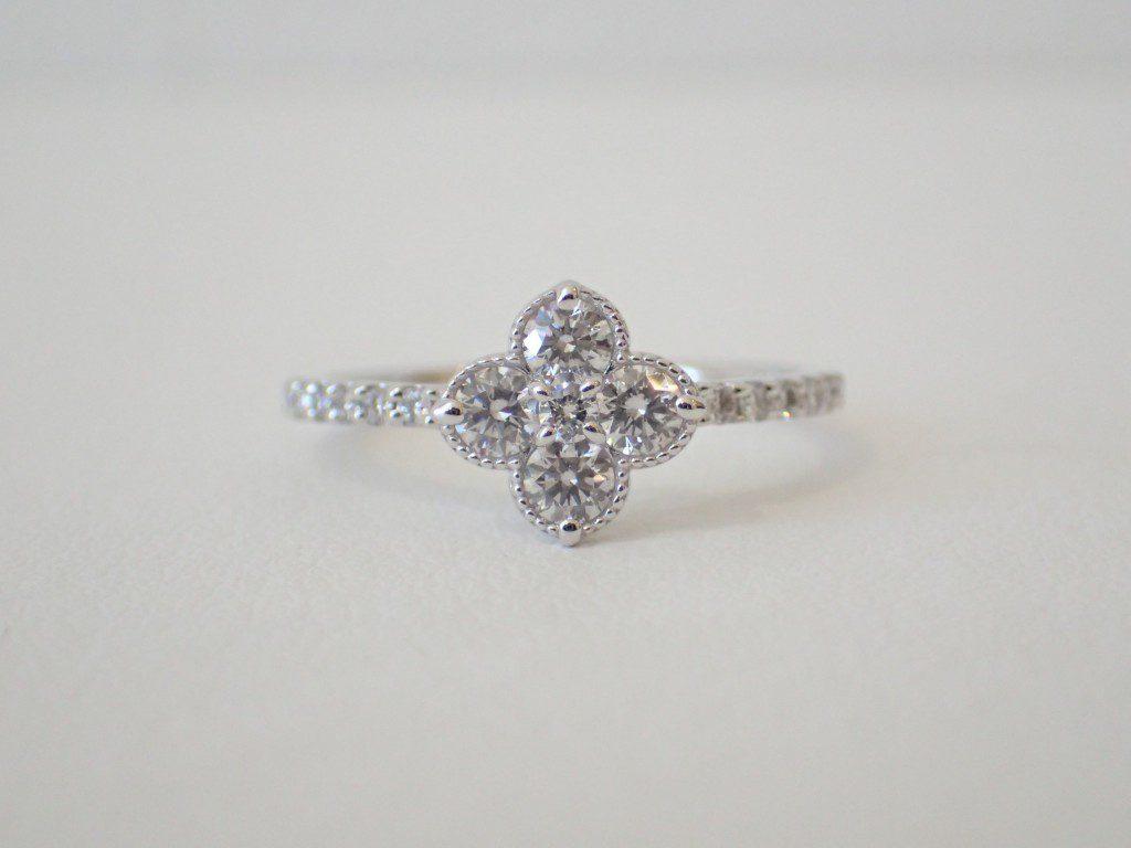 女性はやっぱりお花が好き♡クラシカルなダイヤモンドリング