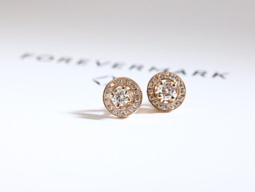 毎日にきらめきとハッピーを♪フォーエバーマークのダイヤモンドピアス