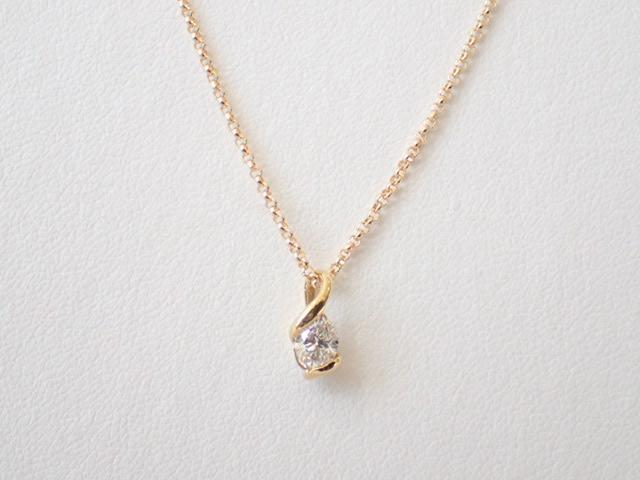 ひとつは欲しい!ゴールドカラーのシンプル一粒ダイヤモンドネックレス