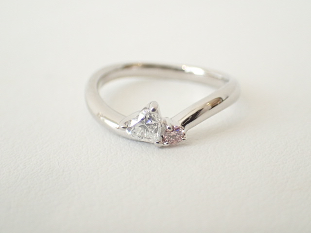 見る度に幸せな気分が味わえる♪ハートシェイプダイヤモンドリング