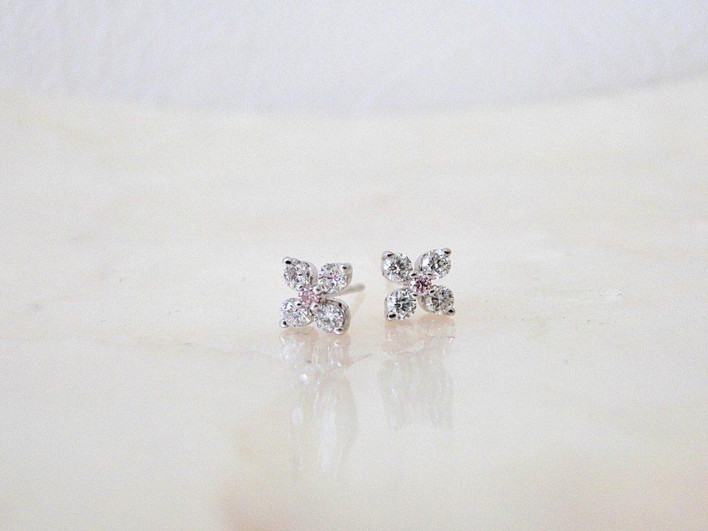ピンクダイヤがとってもかわいい♡毎日着けたいダイヤモンドピアス♪
