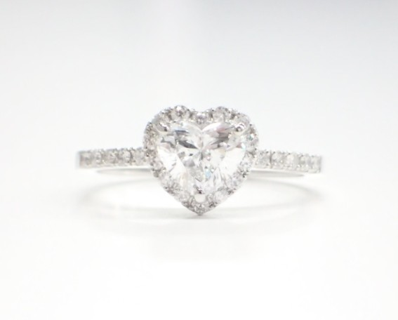 GIA鑑定書付きハートシェイプダイヤモンドリングが入荷しました♪
