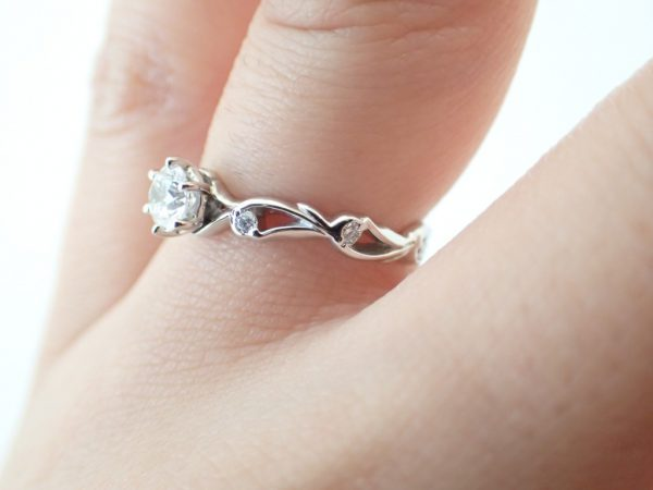 サイドのラインに注目!婚約指輪 ブライダル 婚約指輪 - エンゲージリング その他