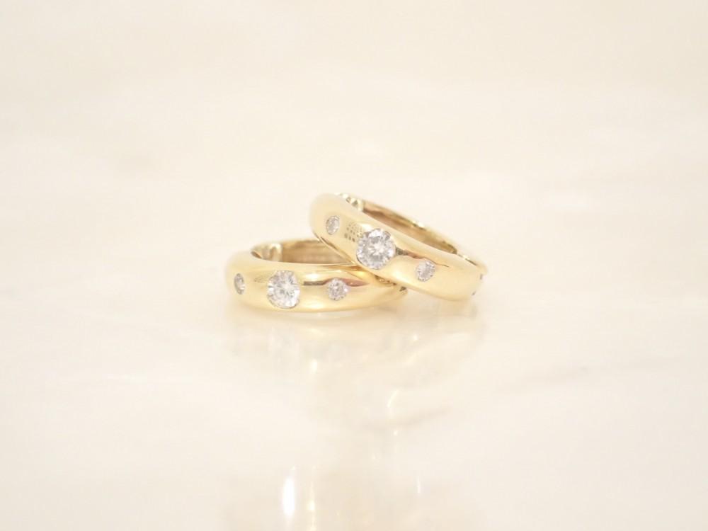 ダイヤモンドを埋め込んだゴールドのイヤリングが入荷しました♪