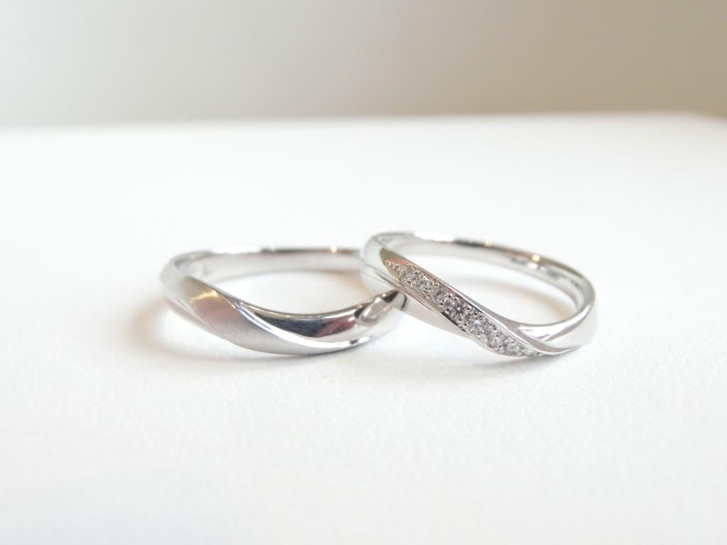 人差し指にダイヤモンドリングを身に着けて♪いつもとは違ったおしゃれを楽しみませんか?