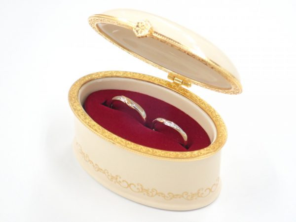 美女と野獣の限定ブライダルリング☆『オール・ザ・ホワイル』のマリッジリング 結婚指輪 - マリッジリング ブライダル