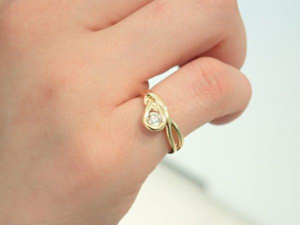 絆を意味する結び目をデザインに☆エンコルディアのピンキーリング ファッションジュエリー