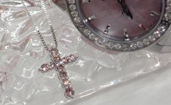 桜色☆ピンクダイヤモンドのクロスネックレスとウブロコーデ