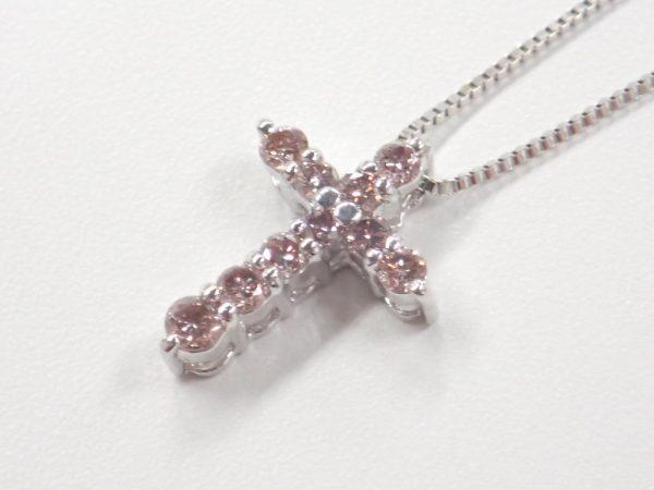桜色☆ピンクダイヤモンドのクロスネックレスとウブロコーデ ファッションジュエリー