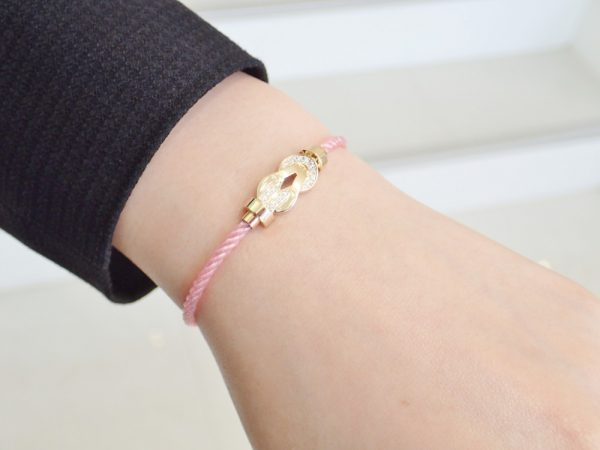 フレッドのフォース10ブレスも桜色に…♡ フレッド
