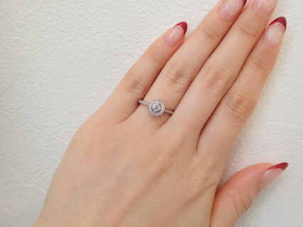 フォーエバーマークの華やかな上品さ№1☆ダイヤモンドの輝きに思わず見とれてしまいそうなリング