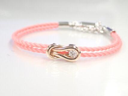 フォーエバーマークのコードブレスをピンクカラーで桜色コーデしませんか?